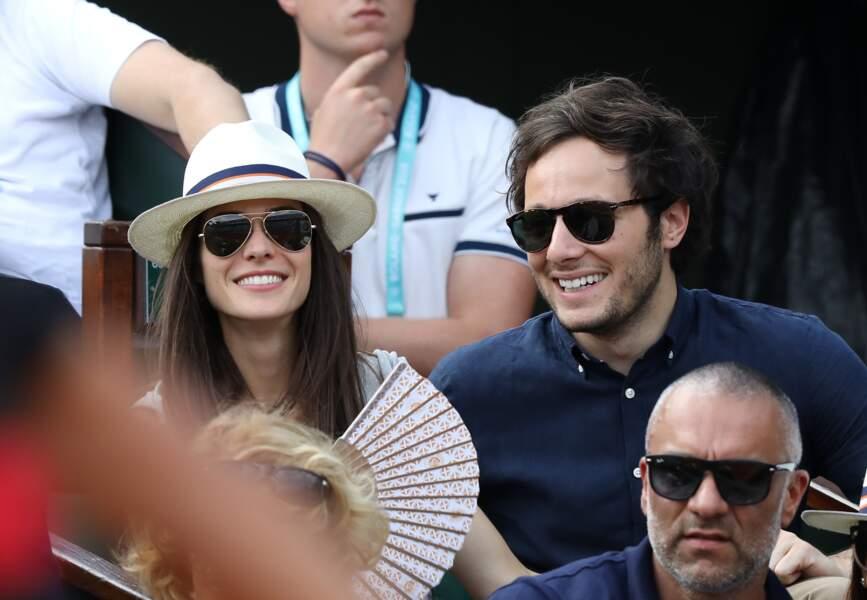 Le chanteur Vianney et sa compagne Catherine Robert heureux en tribunes