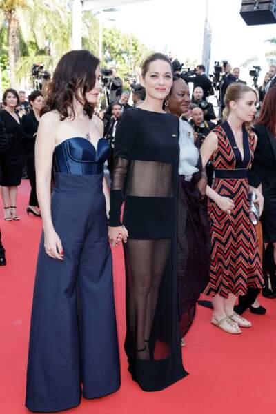 """Marion Cotillard en robe transparente, avec Vanessa Filho – montée des marches des """"Filles du Soleil"""" à Cannnes"""