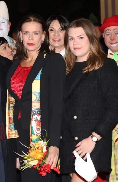 Camille Gottlieb accompagnée de sa mère, la princesse Stéphanie de Monaco, en janvier 2018