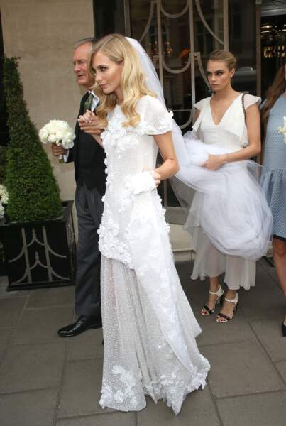 Cara Delevigne en retrait pour le mariage de sa soeur Poppy en mai 2014