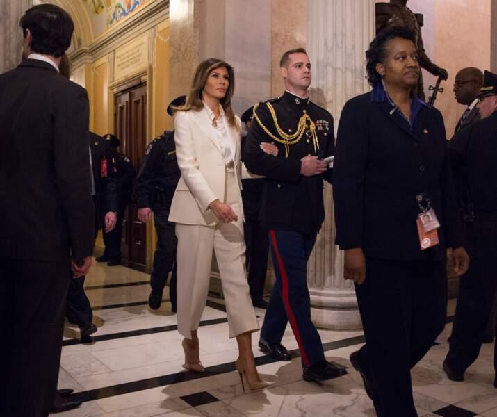 La First lady a tout juste attendu la fin du discours de son époux pour rejoindre la Maison-Blanche.