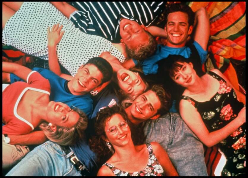 """Luke Perry et les acteurs de la série """"Beverly Hills"""" en 1991"""