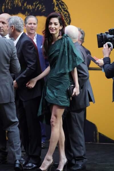Amal Clooney a opté pour une robe vert canard signée Oscar de la Renta