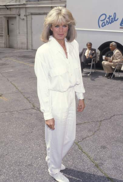 """L'actrice Linda Evans, sur le tournage de la série """"Dynastie""""en 1986"""