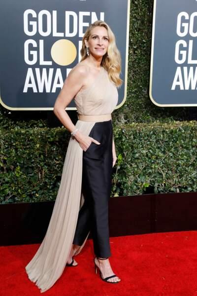 Julia Roberts ravissante en ensemble pantalon Stella McCartney, sur le tapis rouge des Golden Globes 2019