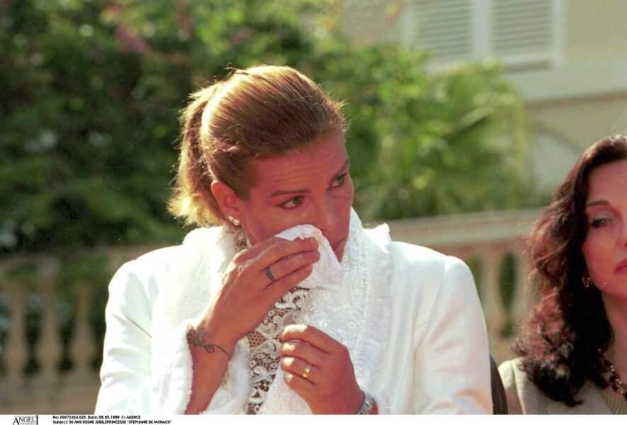 Stéphanie de Monaco, très émue lors du jubilé des 50 ans de règne du prince Rainier, le 9 mai 1999