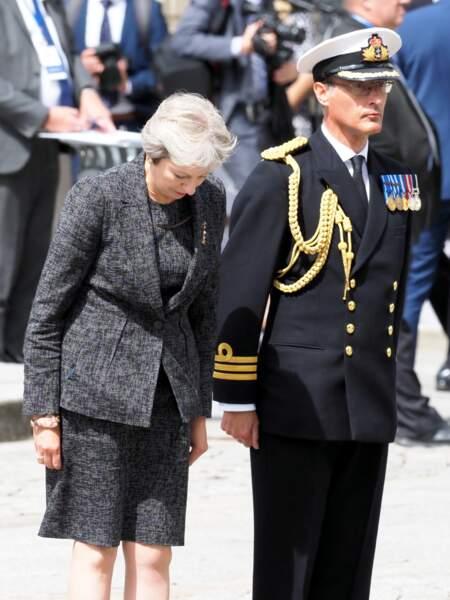 Theresa May attend le prince William, lors de la commémoration du centenaire de la bataille d'Amiens