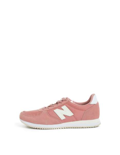 Sporty, sneakers roses Ikks x New Balance, 85 € (ikks.com)