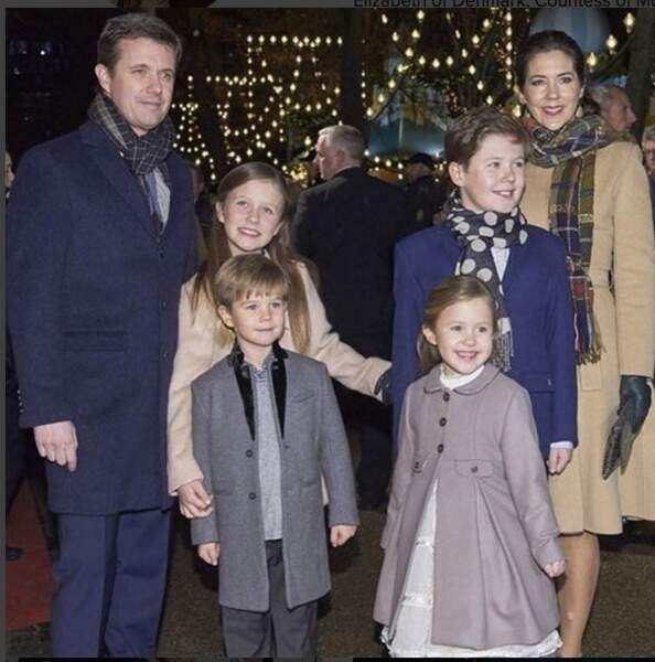 Mary et Frederik de Danemark entourés des jumeaux Vincent et Joséphine, d'Isabella et de Christian