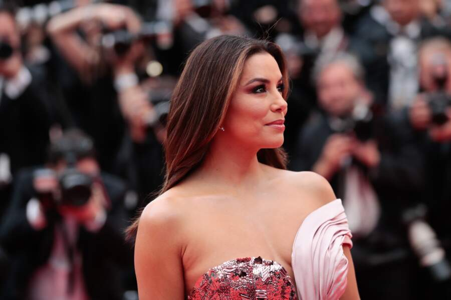 Eva Longoria et son châtain aux reflets miel, sublimée par l'Oréal Paris, à Cannes le 14 mai 2019