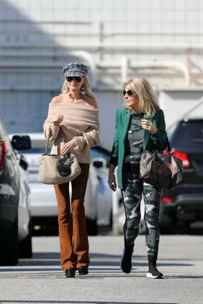 Laeticia Hallyday se retrouve bien esseulée à Los Angeles, loin de ses plus proches amis qui habitent à Paris