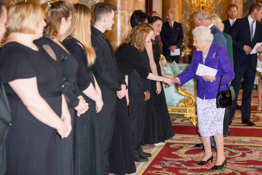 Elizabeth II lors de sa  réception pour les 50 ans de l''investiture de son fils en tant que prince de Galles