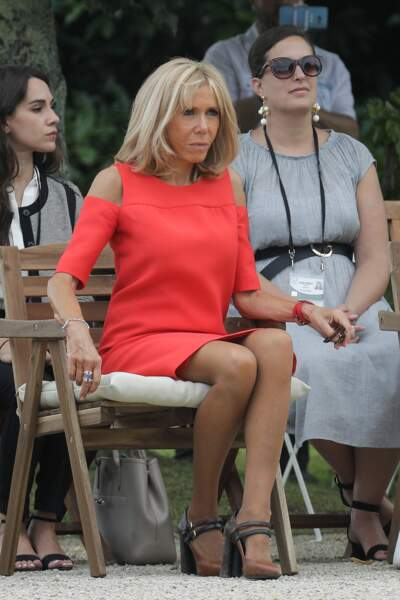 Brigitte Macron absolument sublime, en compagnie des autres conjoints, à Espelette, le 25 août 2019.
