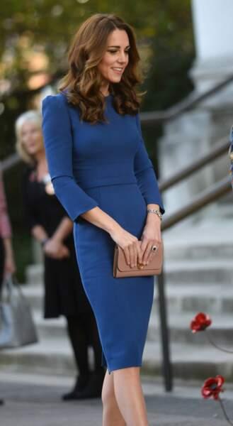 Kate Middleton avec sa montre Ballon Bleu de chez Cartier, au Musée de la Guerre de Londres, le 31 octobre.