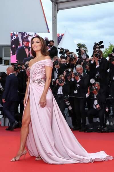 Sur tapis rouge, Eva Longoria est une fidèle de la marque, qui la met parfaitement en valeur