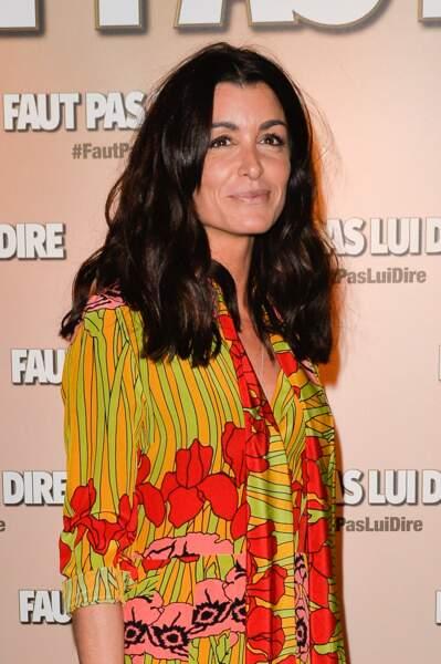Bohème et coloré, le look de Jenifer est aussi fait de pièces acidulée comme ici avec cette robe Gucci.