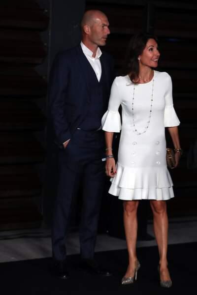 Véronique Zidane et silhouette parfaite en robe fluide et courte