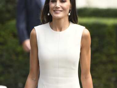 PHOTOS - La reine Letizia d'Espagne radieuse en robe crème à Séville