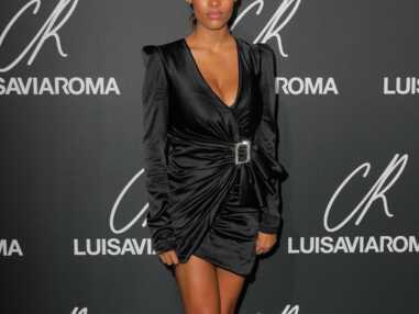 PHOTOS - Tina Kunakey sexy en robe décolletée et tresse xxl