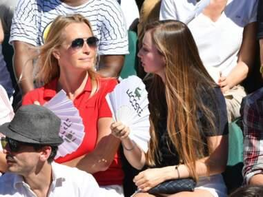 Estelle Lefébure et sa fille Emma complices à Roland-Garros