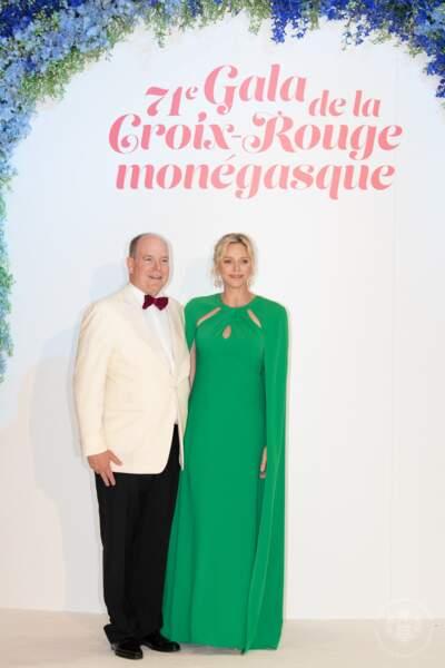 Albert II et Charlene de Monaco rayonnaient lors de ce 71e Gala de la Croix-Rouge