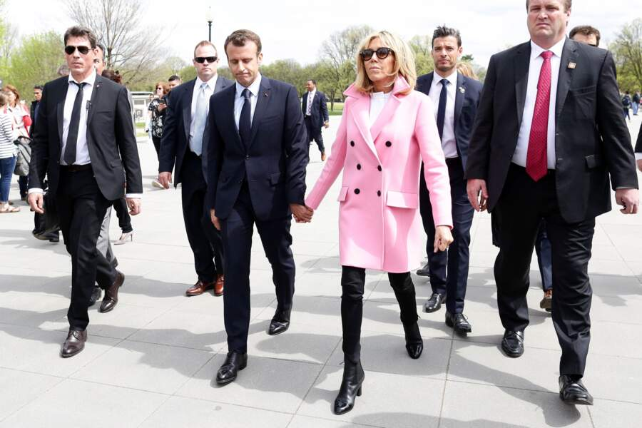 Le garde du corps de Brigitte Macron a une ressemblance troublante avec Ricky Martin
