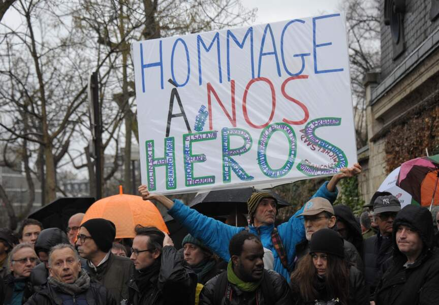 Une foule d'anonymes