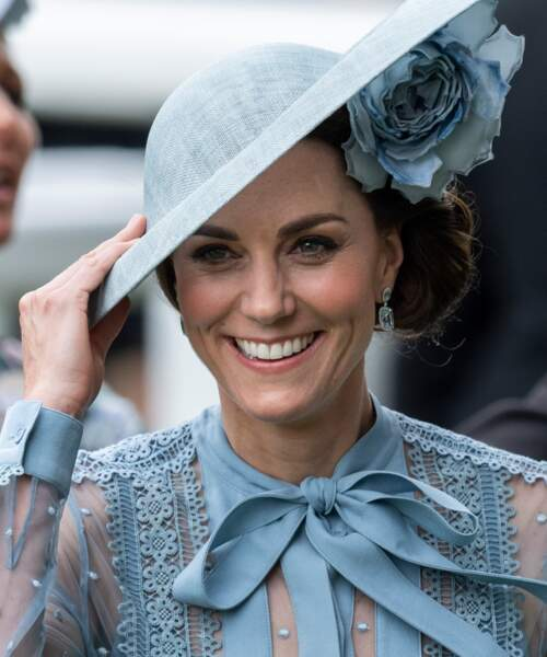 Sous son chapeau, Kate Middleton cache un chignon ultra travaillé et torsadé