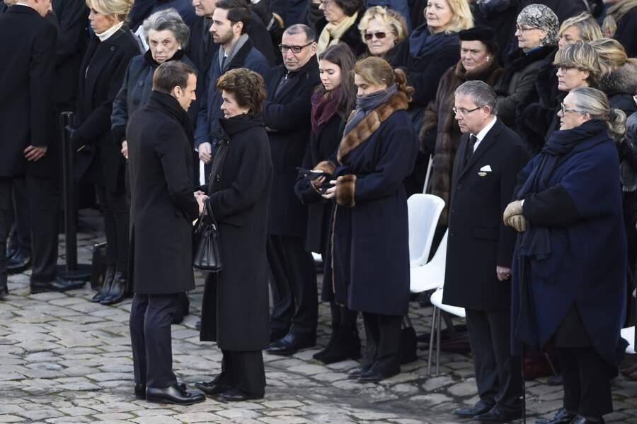 Emmanuel Macron auprès de l'épouse de Jean d'Ormesson, Françoise Beghin