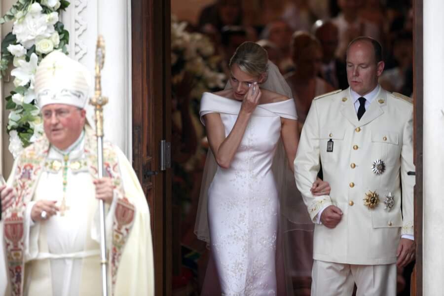 Les larmes de bonheur de Charlène après son mariage avec le prince Albert en la chapelle Sainte-Devote de Monaco