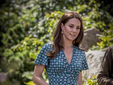 PHOTOS - Kate Middleton rayonnante dans une robe d'été Sandro Paris