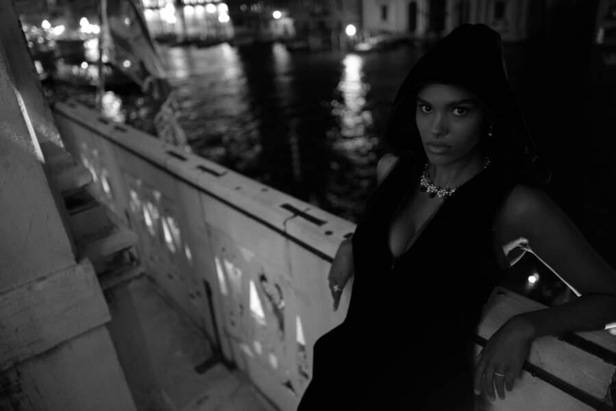 Tina Kunakey, la top de 22 ans, prend la pose pour Armani