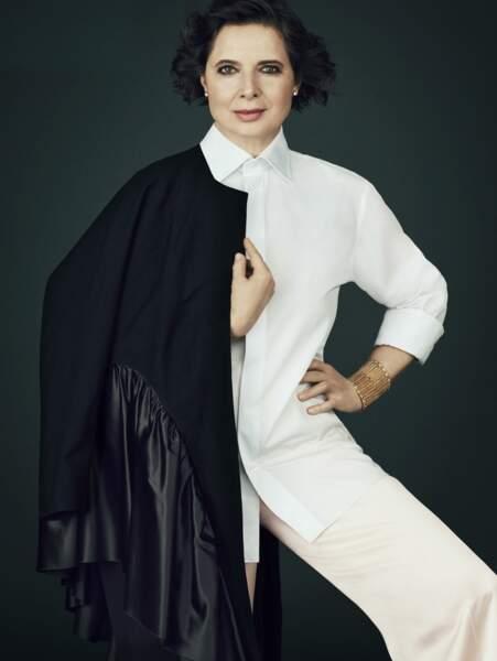 Très facétieuse, Isabella Rosselini sait toujours prendre la pose
