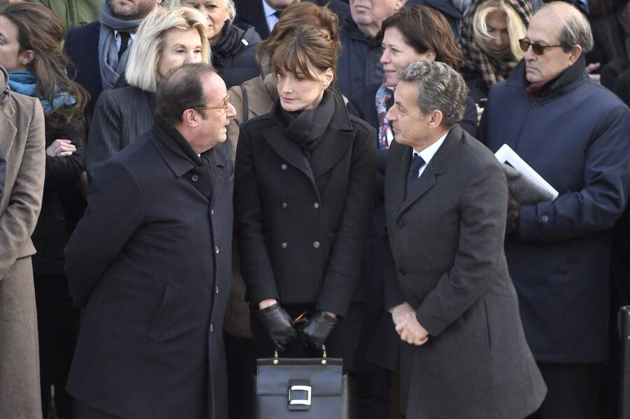 François Hollande en discussion avec Carla Bruni-Sarkozy et Nicolas Sarkozy