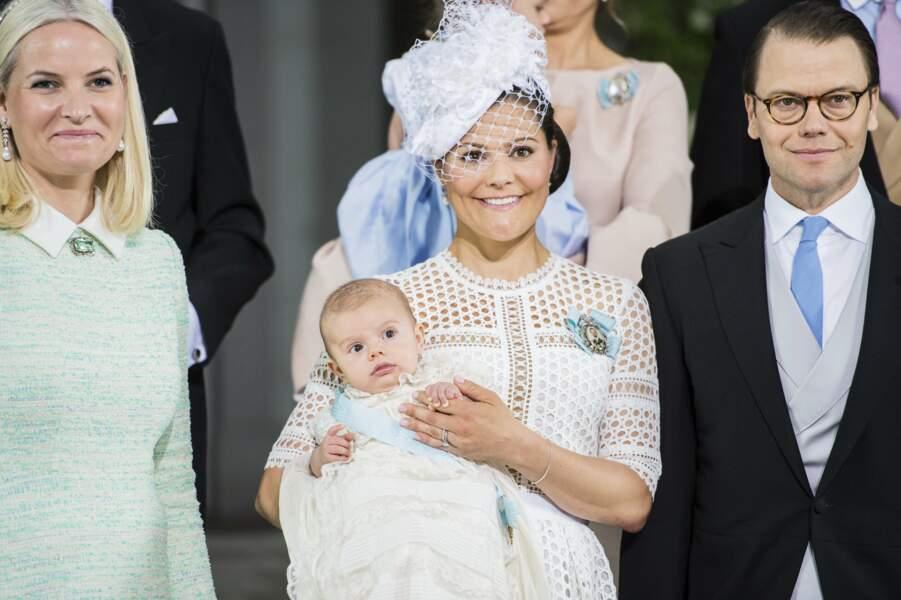 Victoria et Daniel de Suède avec Mette-Marit de Norvège, la marraine de leur fils Oscar, le 27 mai 2016