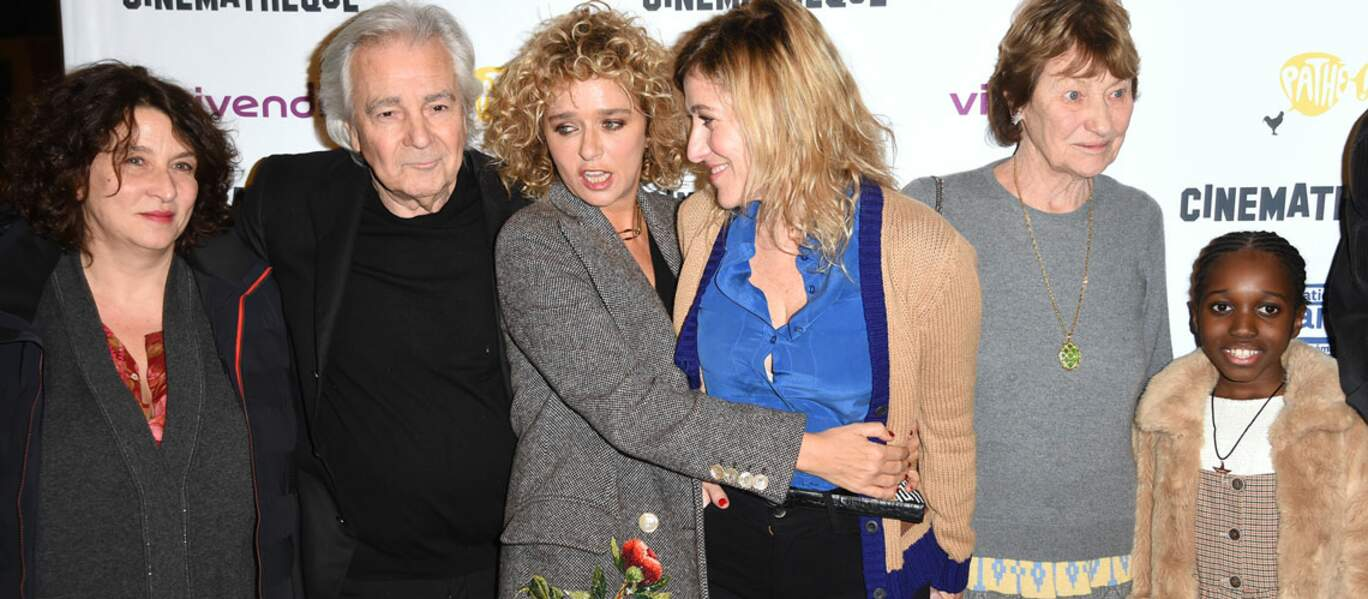 Valeria Bruni Tedeschi a posé avec l'équipe du film Les Estivants. Parmi eux, sa mère : Marisa Borini, et sa fille.