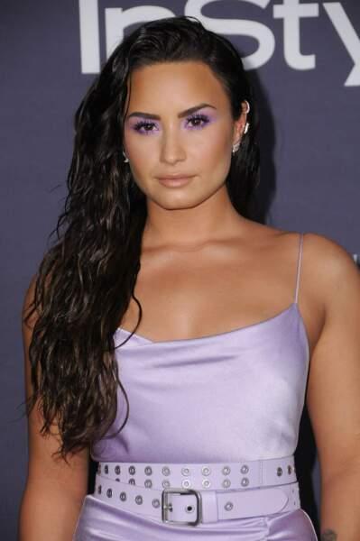 Les cheveux longs ondulés de Demi Lovato