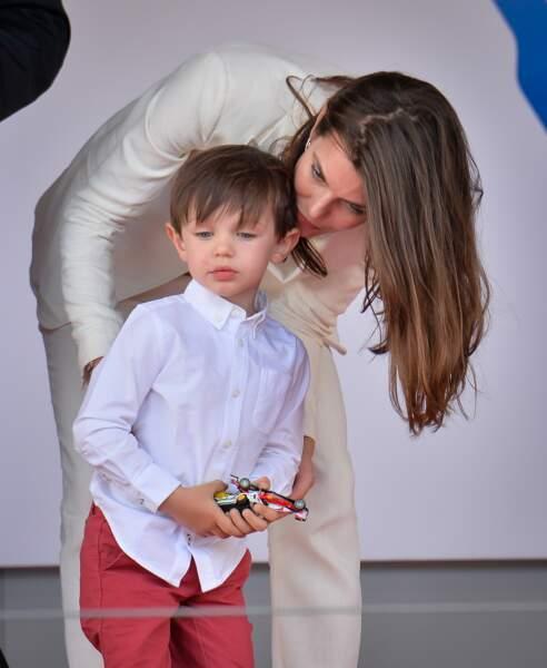 Charlotte Casiraghi et son fils Raphaël lors du Grand Prix de Formule E à Monaco le 13 mai 2017