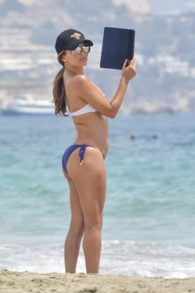 Eva Longoria profite de la plage de Formentera