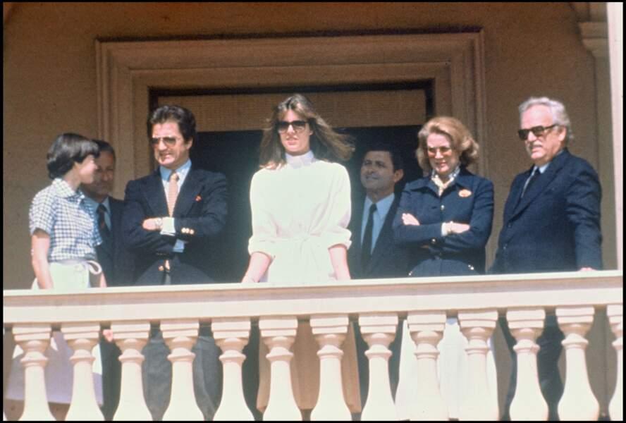 Première apparition de Caroline de Monaco et Philippe Junot, au balcon du palais princier de Monaco, en avril 1978