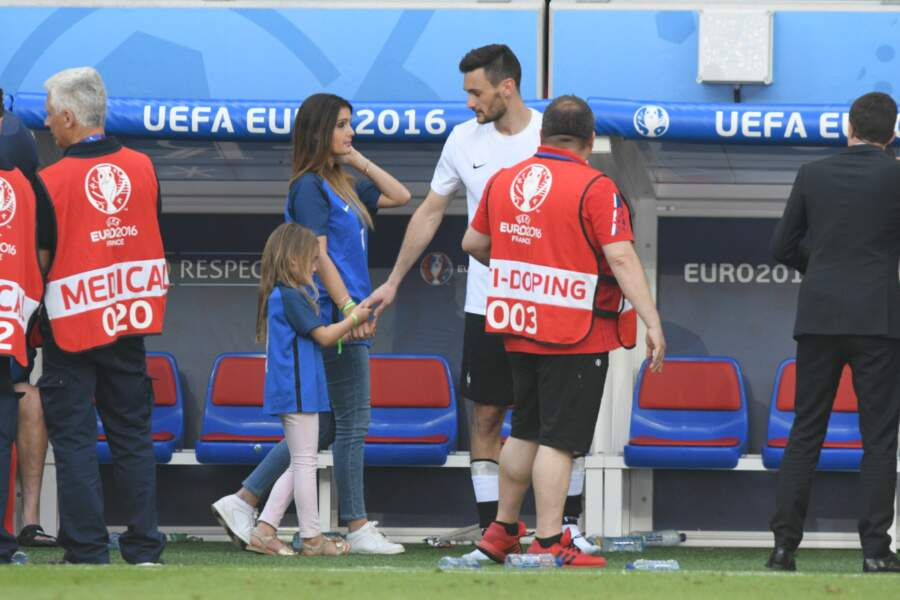 Hugo Lloris, sa femme Marine et leur fille Anna Rose après le match France - Irlande lors de l'Euro 2016