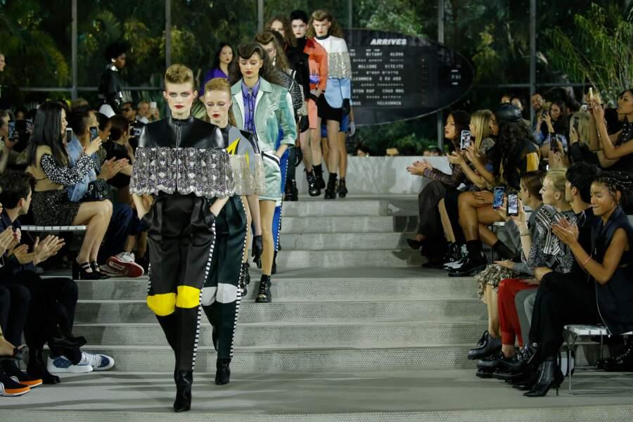 Inspiration 80s, voyage à New-York et looks rétro, le défilé Croisière 2020 Louis Vuitton était magistral.