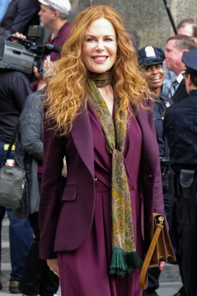 Nicole Kidman porte le foulard fin avec style !