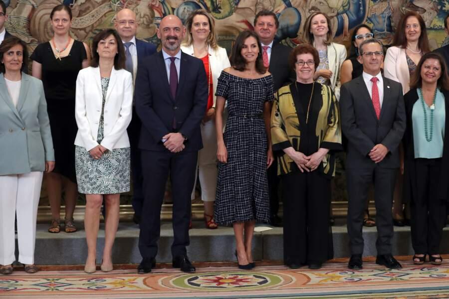 Letizia d'Espagne portait une robe en tweed de la marque espagnole Zara