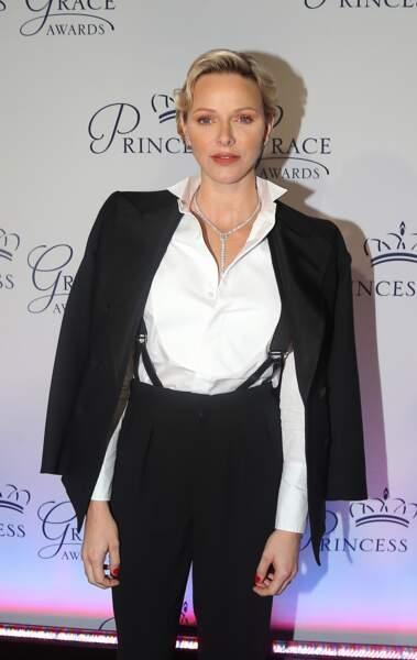 La princesse Charlene of Monaco avec une coupe de cheveux rétro