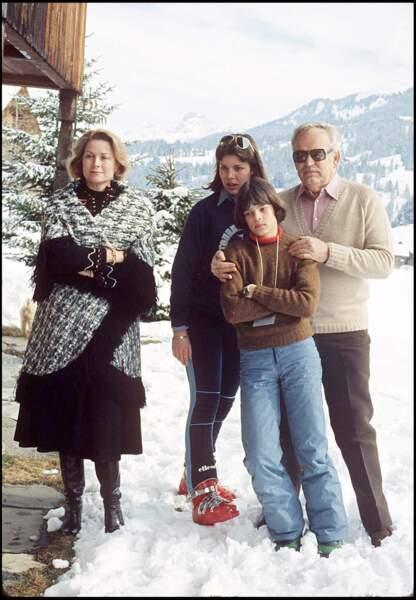 Grace Kelly et le prince Rainier aux côtés de leurs filles Caroline et Stéphanie