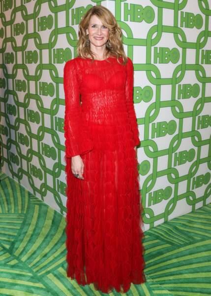 L'actrice américaine Laura Dern à Beverly Hills en robe longue rouge