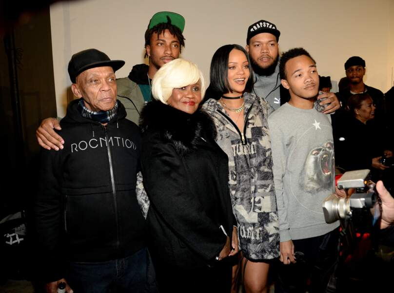 Rihanna et sa famille en backstage