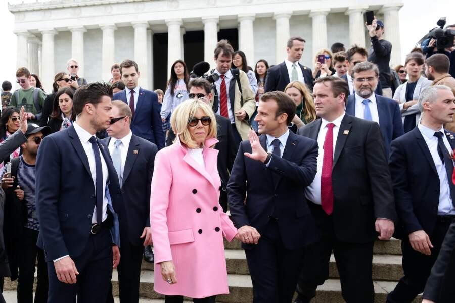 Le garde du corps de Brigitte Macron met la Toile en émoi