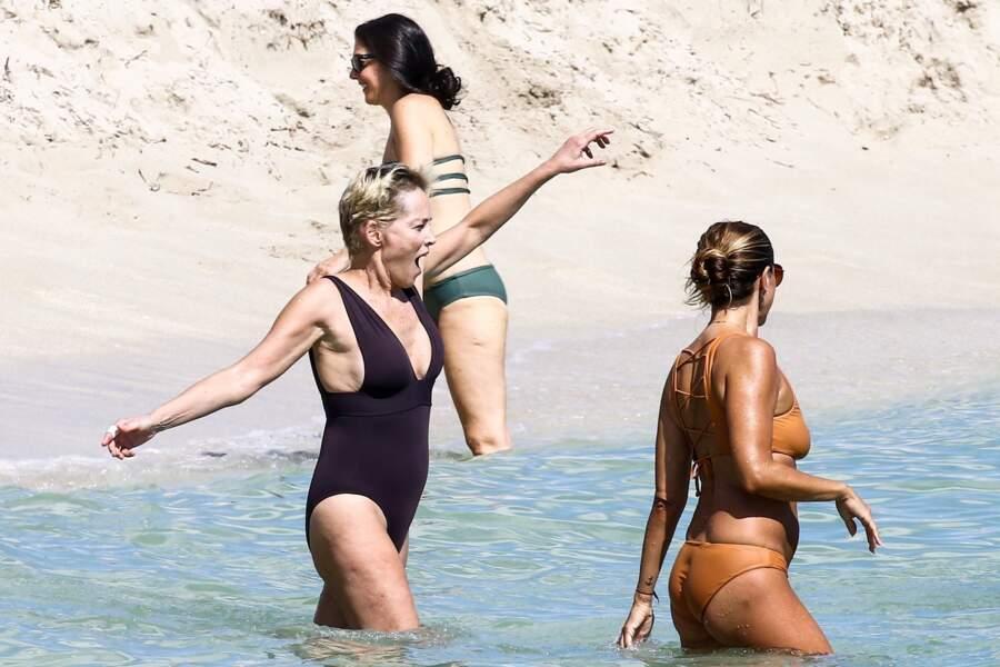 Sharon Stone semble trouver l'eau un peu fraîche